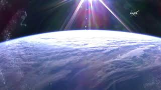 Lever du soleil sur iss, la station spatiale internationale