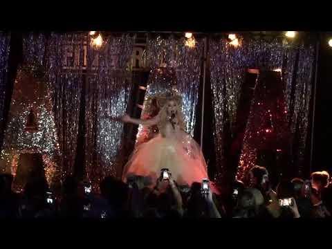 """""""Valentina Song"""" AAA Girls Tour - Houston 09/22/17"""