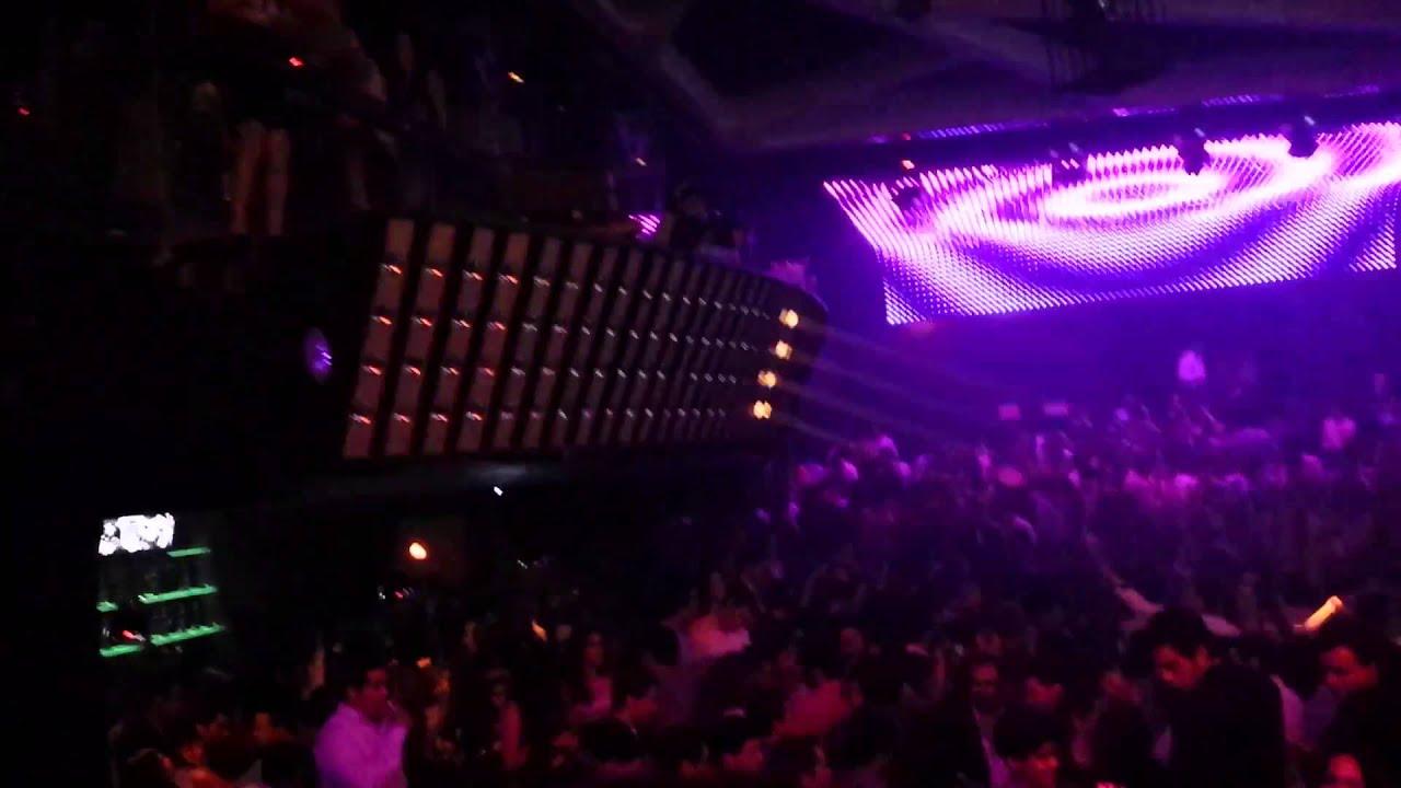 En servicio de discoteca espanola follandose a 2 chicas - 2 6