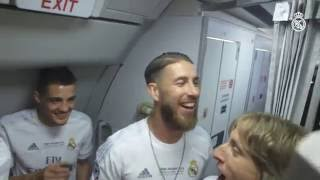 Real Madrid players celebrate La Undécima at 30,000ft! thumbnail