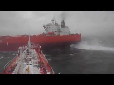 Real Video   2 Ships collision situation  Tuzla, Istanbul