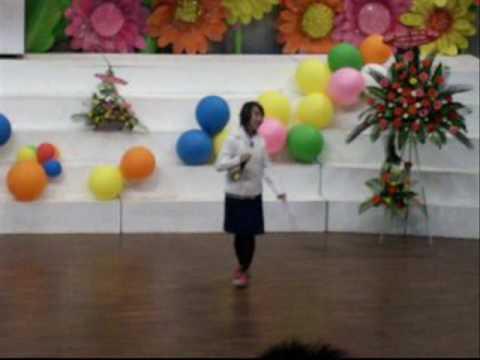 Lee Cat lớp 12A2 trường Huỳnh Thúc Kháng biểu diễn văn nghệ năm 2008