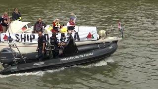 الشرطة الفرنسية تمنع قوارب قافلة الحرية من الرسو على ضفاف نهر السين…