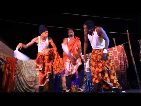 Dr.Flezzy dance to EKU Live in Agbarho Warri Boy Exclusive