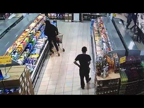 Сотрудник магазина дрочит на покупателя!!! Ржака смотреть всем!!!)(2)