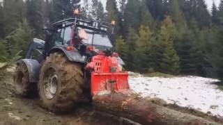 VALTRA T193 HiTech pracująca w lesie