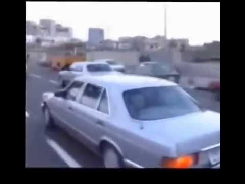 صدام حسين يتحدى ويقود سيارته بنفسه في شوارع بغداد
