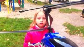 Запуск вертолёта на пульте управления (Семейный архив)(Подаренный , на день рождения, вертолет летал целый день. Один день :)) пожалуйста, ставьте лайк и подписывайт..., 2014-11-24T14:42:53.000Z)