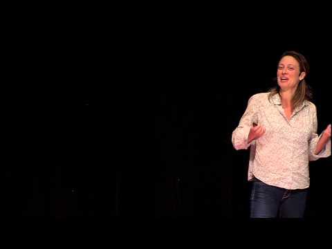 Transformando lixo em comida | Fernanda Danelon | TEDxLaçador