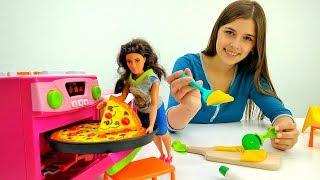 ToyClub шоу - Видео с куклами - Особая пицца для Терезы!