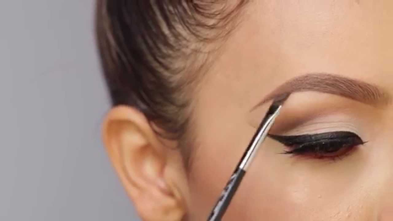 How to properly paint with eyeliner