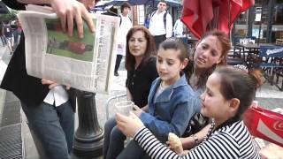 Un mago sorprendió a la Redacción de LA GACETA y a los peatones en la calle