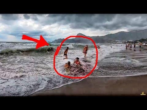 Отдыхающие массово бегут с пляжей Крыма. Погода в Крыму август 2019