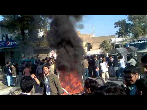 Hazara university HARIPUR CAMPUS students blocked the GT road on 15-12-11
