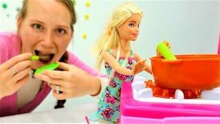 Игры для девочек и видео про куклы Барби. Барби как мама