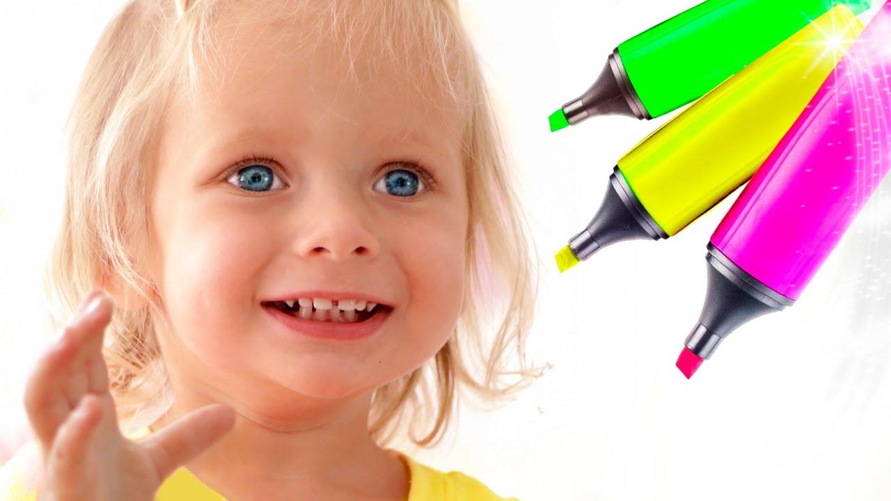Maya con su familia juega en el reto de 3 marcadores