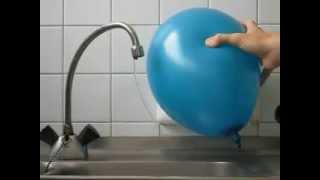 воздушный шарик, статическое электричество и вода