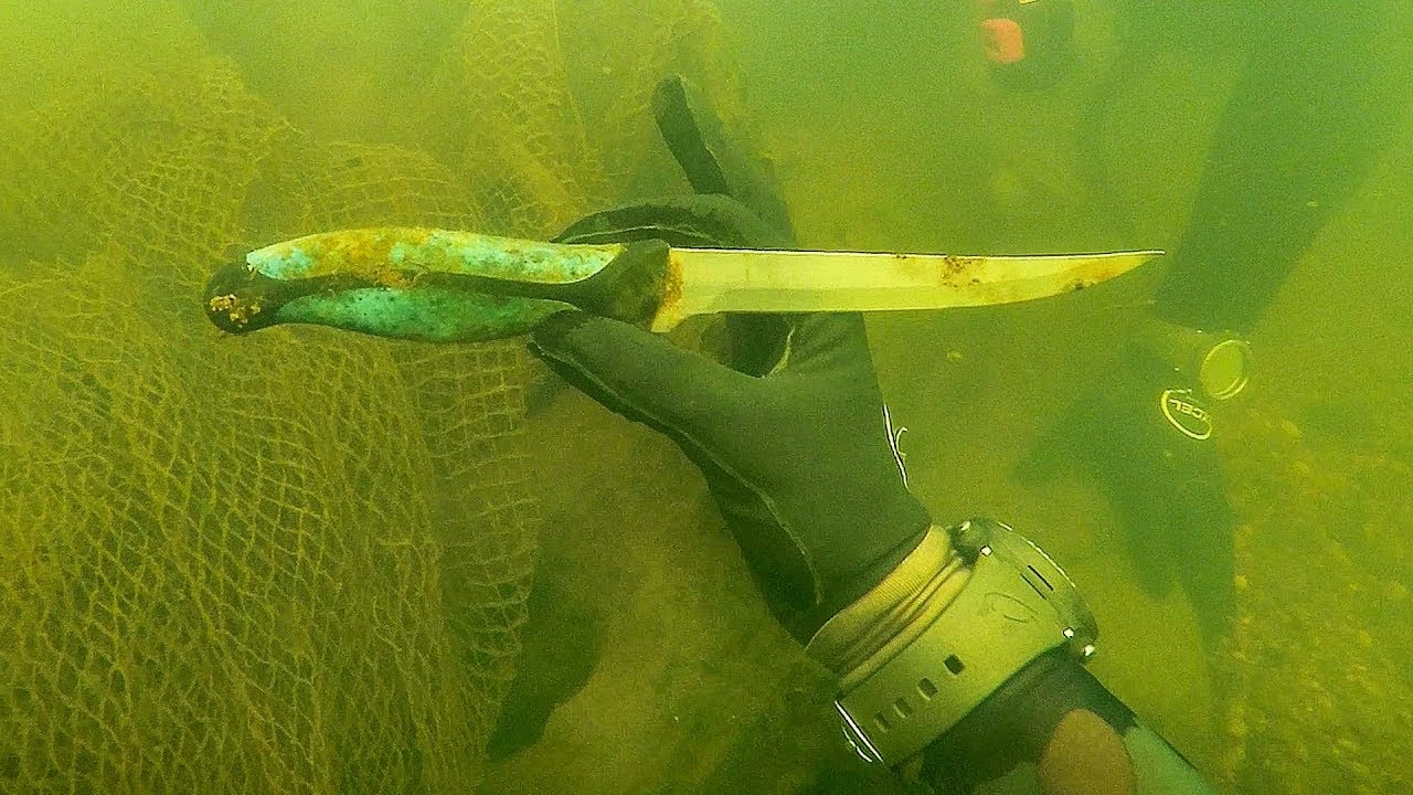 found-knife-underwater-in-river-while-scuba-diving-for-interesting-finds-spotted-huge-fish