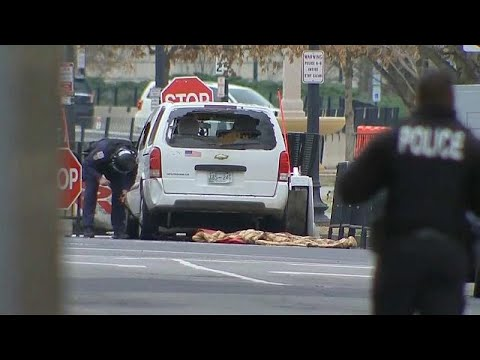 Vehicle attempts forced entry at White House