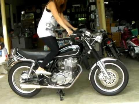 Yamaha SR400 exhaust sound and fly by