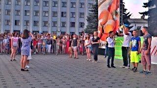 День Города. Бердичев Взрослые Игры(На празднике города Бердичев были весёлые конкурсы для взрослых. Один из таких конкурсов я выложил в этом..., 2016-08-25T04:57:19.000Z)