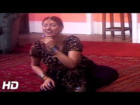 BULLIYAN DA SUCK VE - PAKISTANI STAGE MUJRA DANCE