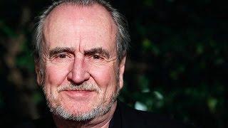 США: скончался создатель Фредди Крюгера(В воскресенье в Лос-Анджелесе в возрасте 76 лет скончался известный американский режиссер Уэс Крэйвен...., 2015-08-31T06:50:04.000Z)