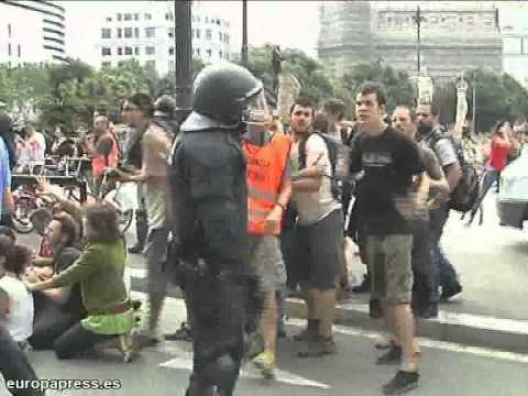 דיכוי אלים של הפגנות בספרד
