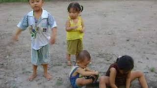 HUU TIN VÀ KIM THANH CHOI NGOAI SAN