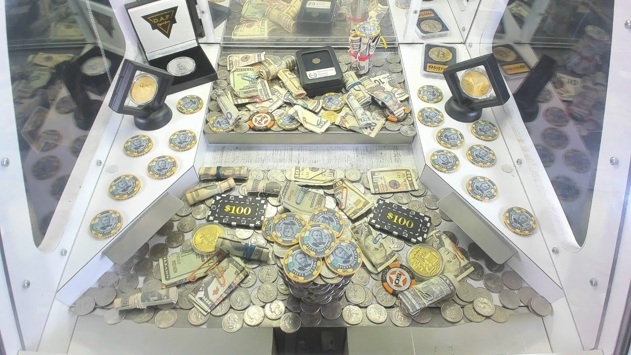 How much Cash can they put in here?? Coin Pusher Live!