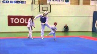 vuclip Aaron Cook vs Frederik Emil Olsen - TaeKwonDo Kid