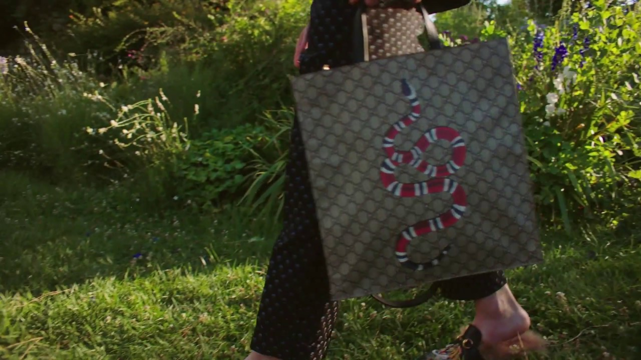 22765b08a57 Gift Giving 2016  GG Supreme Tote - YouTube