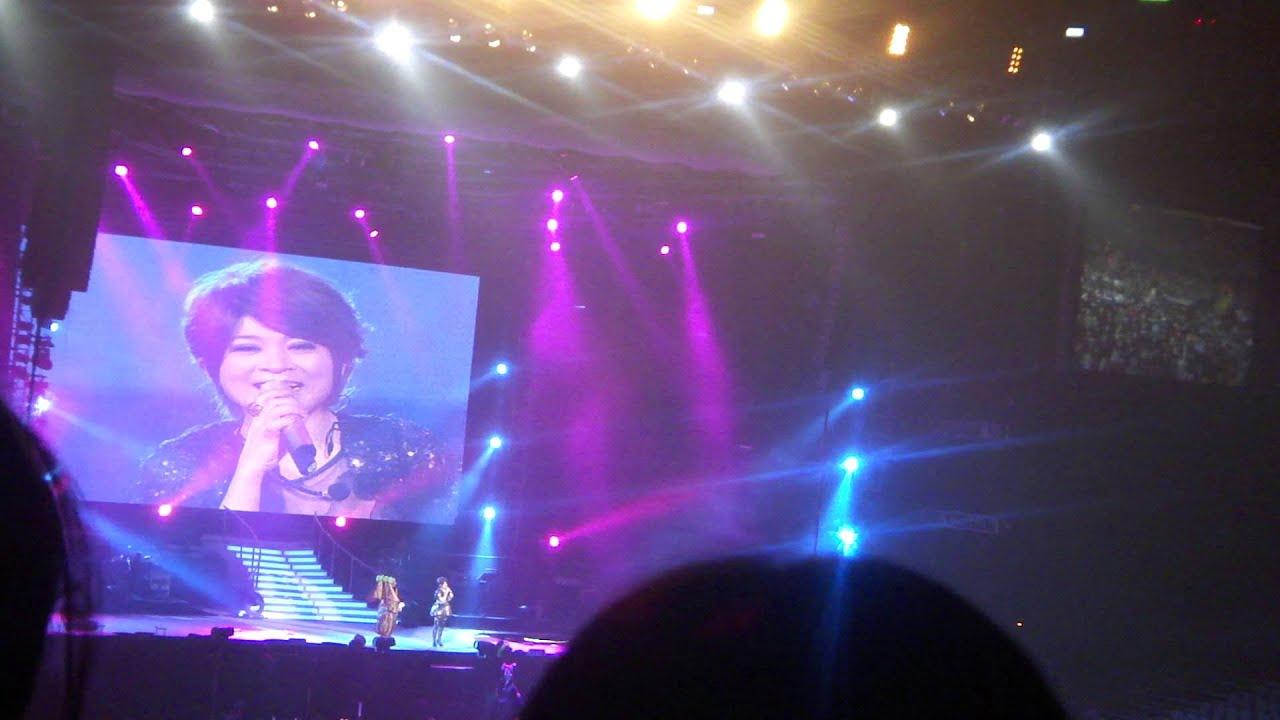 王彩樺-感謝你們@JJ林俊傑世界巡迴演唱會 臺北小巨蛋 20110401 - YouTube