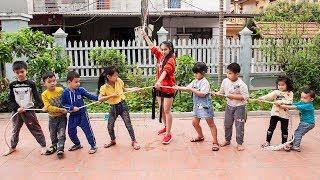 Kids Go To School Chuns learn Dance Kids play Tug the strength of the children