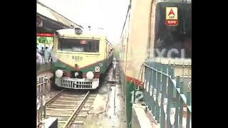 Download Video Accident at Sealdah railway station, Local train hits the Guard wall of the platform MP3 3GP MP4