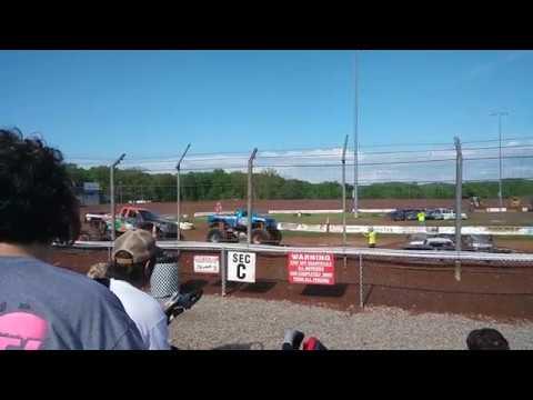 Monster trucks Second race