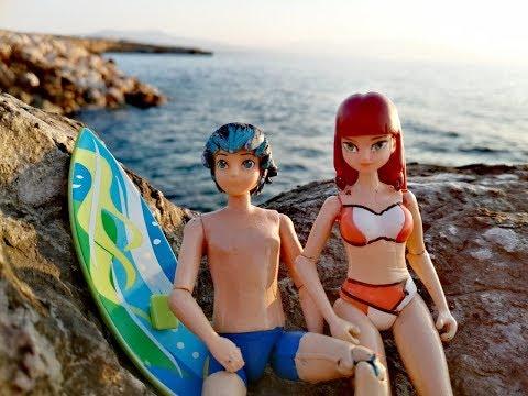 Лука и Лила занимаются серфингом.