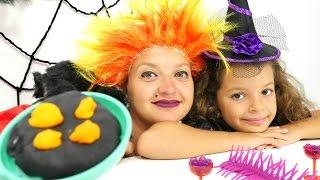 Видео с игрушками. Маленькая ведьма Кати и угощение для подружки  Кикиморы. Видео для детей