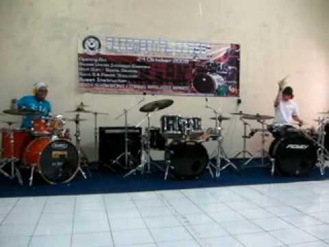 Gospel Drumming - Sinyo with Ferdee