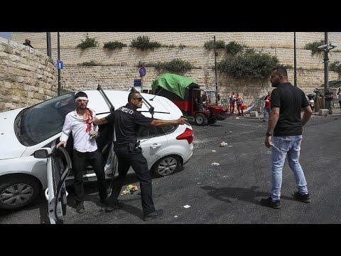 شاهد: مستوطن إسرائيلي يدهس فلسطينياً عند باب الأسباط قرب المسجد الأقصى…  - 16:58-2021 / 5 / 10