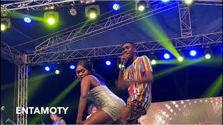 Made In Taadi - Yaa Jackson & Brother Smooching On Stage