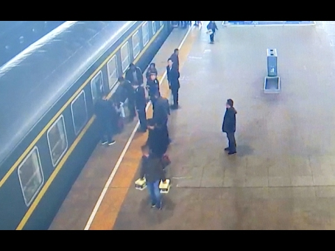 Girl Gets Stuck Between Train and Platform Edge in Northwest China City