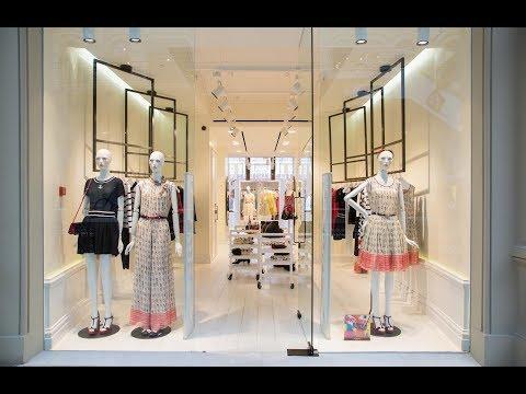 витрина нагазина женской одежды