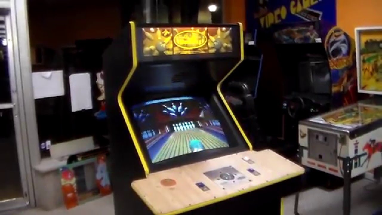 world class bowling arcade game