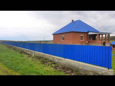 Забор из профнастила с фундаментной лентой.