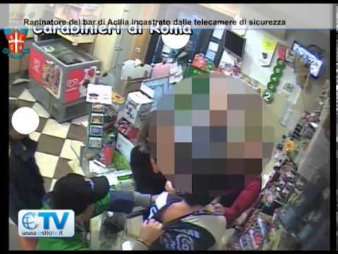 Acilia, commesse sventano rapina in un bar e tolgono il cappuccio al rapinatore