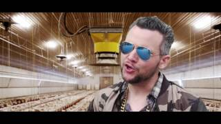"Agrar Berlin: Sido featuring Peter Cox mit ""Mein Hof (Bauern-Babos)"