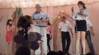 Отец и дочь красиво поют