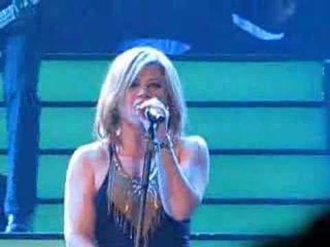 Never Again Kelly Clarkson JonesboroFierce Performance