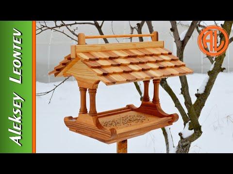 Кормушка для птиц. / Wooden bird feeder.